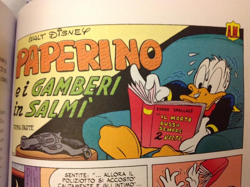 La prima vignetta dei «Gamberi in Salmì», con una pistola in primo piano, a introdurre lo spirito hard-boiled, seppur col pavido Paperino.