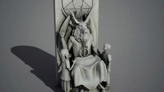 Il gruppo satanico di New York «The Satanic Temple» ha svelato ieri il progetto di statua alta poco più di due metri che gli affiliati vorrebbero fosse posta davanti al Parlamento dell'Oklahoma, dove è già presente un'opera che raffigura i Dieci comandamenti. Dopo che un'associazione ha fatto causa per far rimuovere la statua che riflette le radici giudaico-cristiane dello Stato americano, il governo dell'Oklahoma ha deciso di aprire i terreni attorno al Parlamento per costruire un nuovo monumento. I satanisti, che hanno presentato un progetto insieme ad altre associazioni, hanno proposto una statua di Satana raffigurato come Bafometto, con le corna e il volto da caprone, mentre educa alcuni bambini sorridenti. La statua, ha dichiarato il gruppo satanico, «avrà anche uno scopo funzionale come sedia, così che persone di tutte le età potranno sedersi in grembo a Satana». La commissione che dovrà valutare le proposte non si è ancora espressa ma un senatore repubblicano ha affermato: «Il satanismo non è una religione. Questa proposta è un insulto alla buona gente di questo Stato».