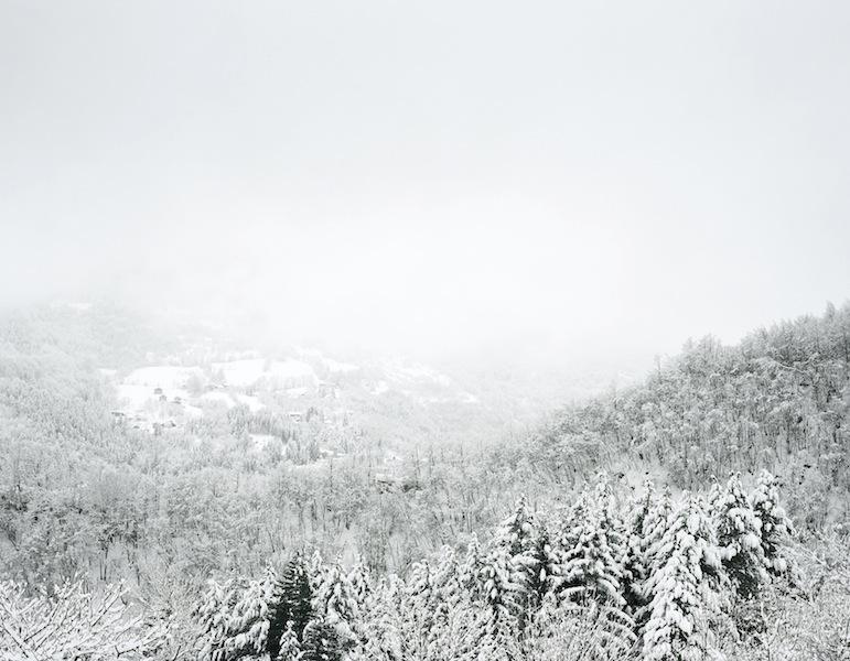 Axel Hütte Fanano, Italia dalla serie New Mountains, 2013 125 x 155 cm Ditone Print © l'artista