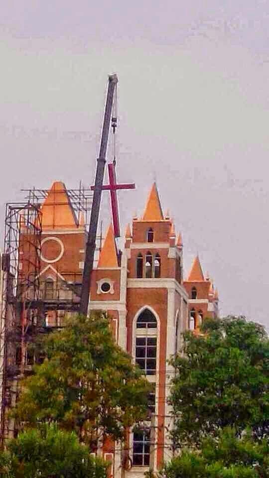 Croce rimossa dalla chiesa protestante di Baixi