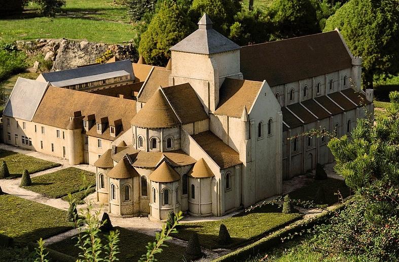 Notre-Dame-Fontgombault-francia