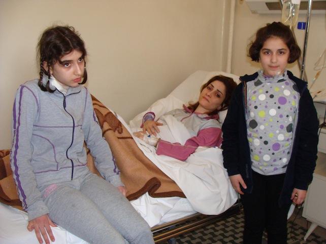 siria-damasco-mamma-ronza-figlie-attentato-ospedale-francese