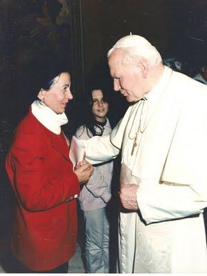 Flora con Giovanni Paolo II 1996