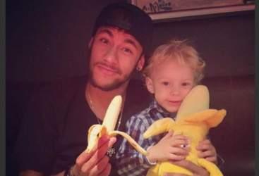 neymar_banana_dani_alves