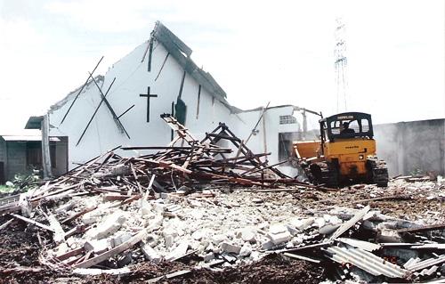 indonesia-chiesa-distrutta-cristiani