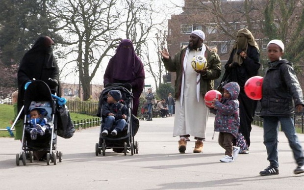 inghilterra-poligamia-islam-donne1