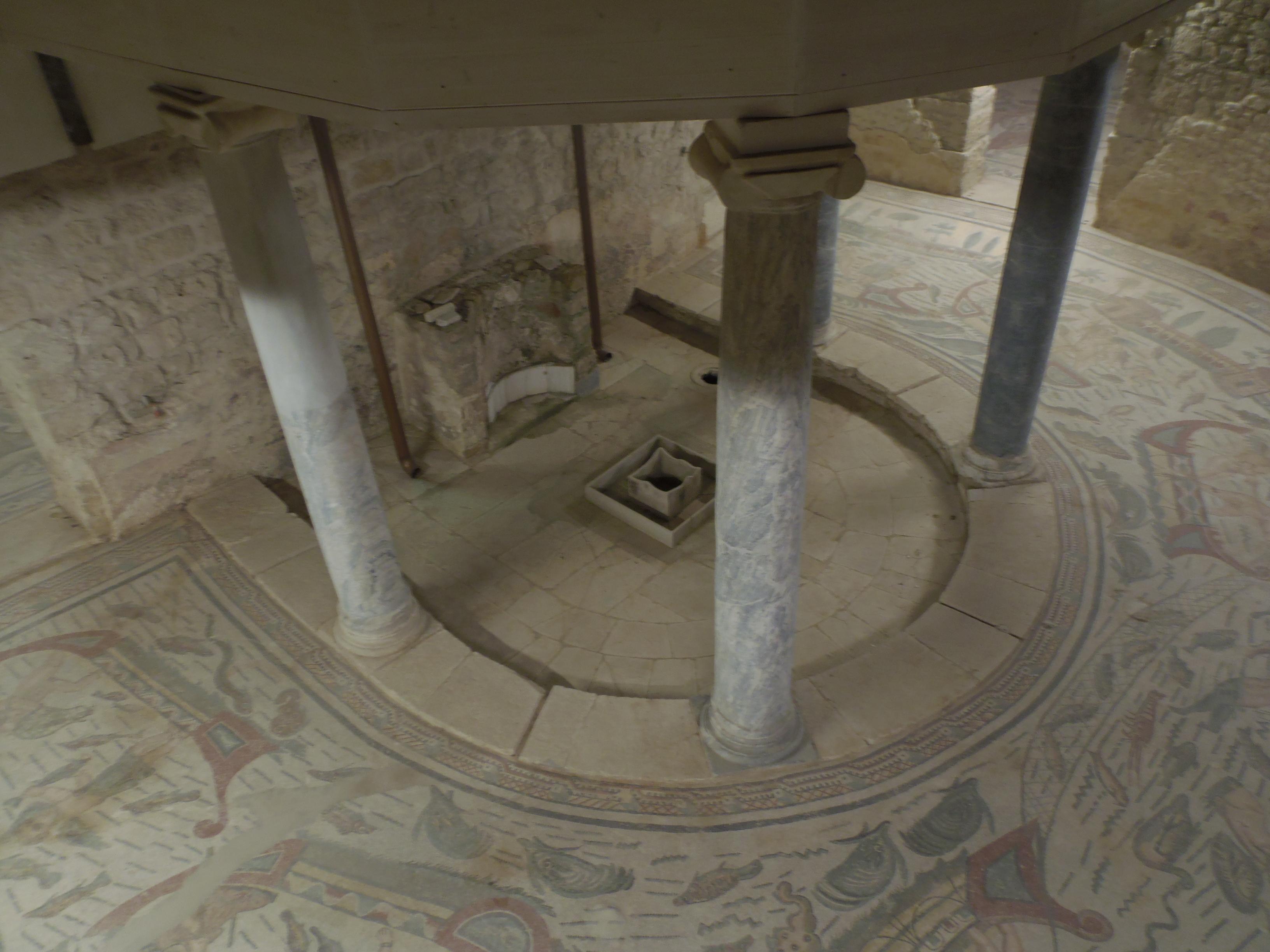 Particolare di una parte delle terme, nella casa padronale: il frigidarium