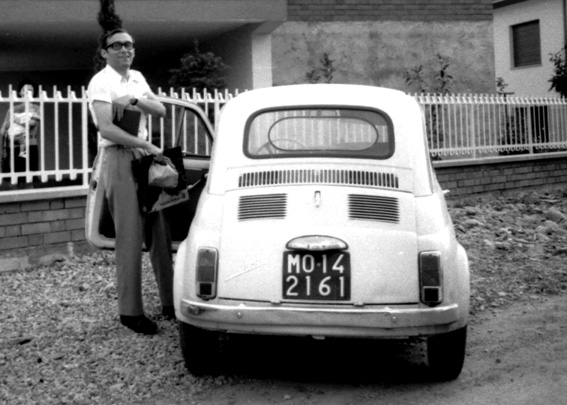 Luigi Ghirri fotografato da Franco Guerzoni, fine anni '60, Courtesy Archivio Franco Guerzoni