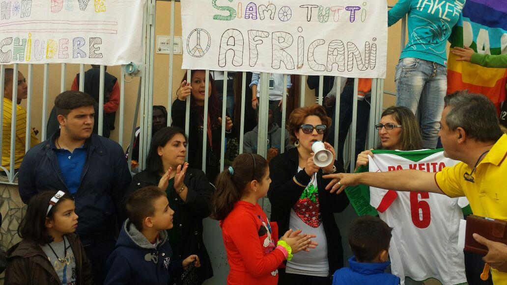 La protesta di ieri a Camaro davanti Casa Mosé