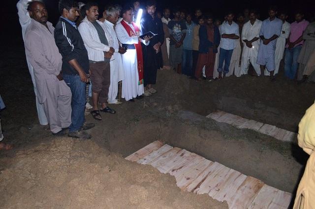pakistan-cristiani-bruciati-shehzad-shama1