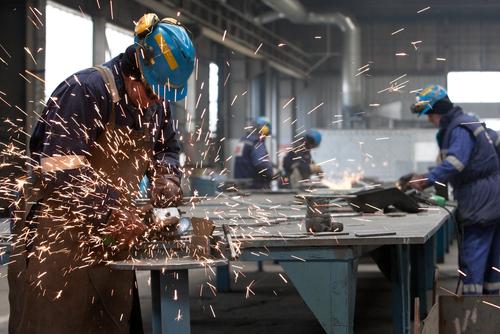 operai-fabbrica-shutterstock-48430492