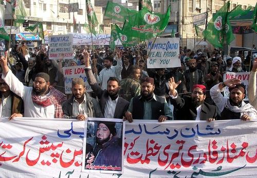 pakistan-islamisti-manifestazione-pro-qadri-punjab-shutterstock_68658259