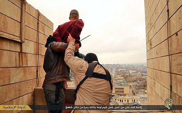 stato-islamico-esecuzione-omosessuali-1