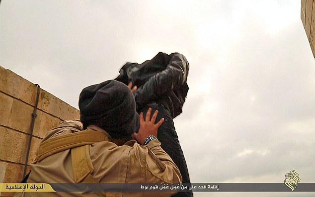stato-islamico-esecuzione-omosessuali-2