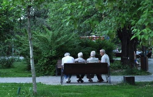 anziani-shutterstock_168280409