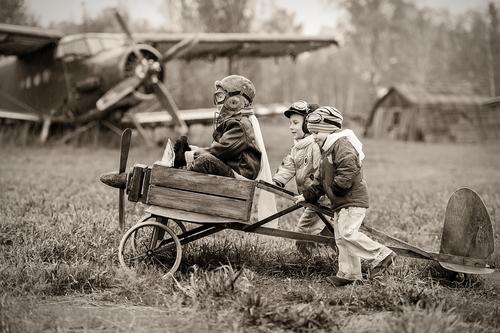bambini-aviatori-shutterstock_172438055