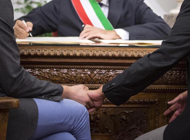 marino-trascrizione-matrimoni-gay-roma-h-ansa