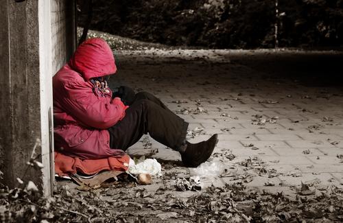 senzatetto-shutterstock_158492999