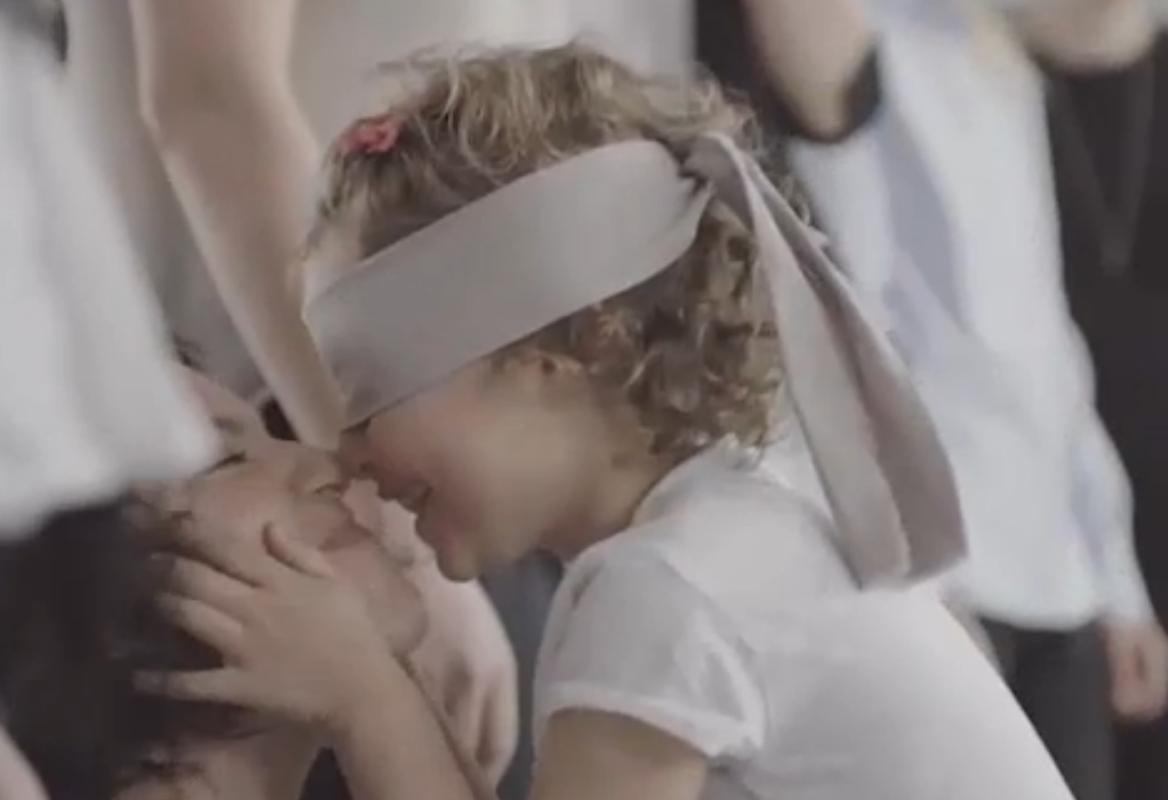 mamma-bambini-bendati-spot