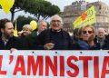 """Marco Pannella e Emma Bonino durante la marcia di Natale organizzata dai Radicali dal titolo: """"Carceri, amnistia e giustizia"""" a Roma, 25 dicembre 2013.  ANSA/CLAUDIO PERI"""