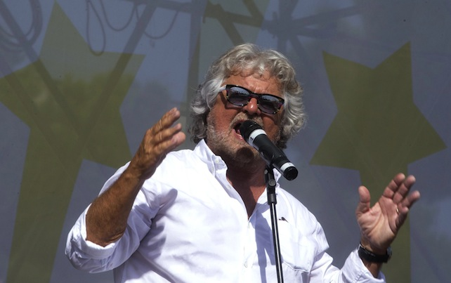 Il leader del Movimento 5 Stelle, Beppe Grillo, durante il suo intervento alla manifestazione Italia5Stelle al Circo Massimo. Roma, 11 ottobre 2014. ANSA/CLAUDIO PERI