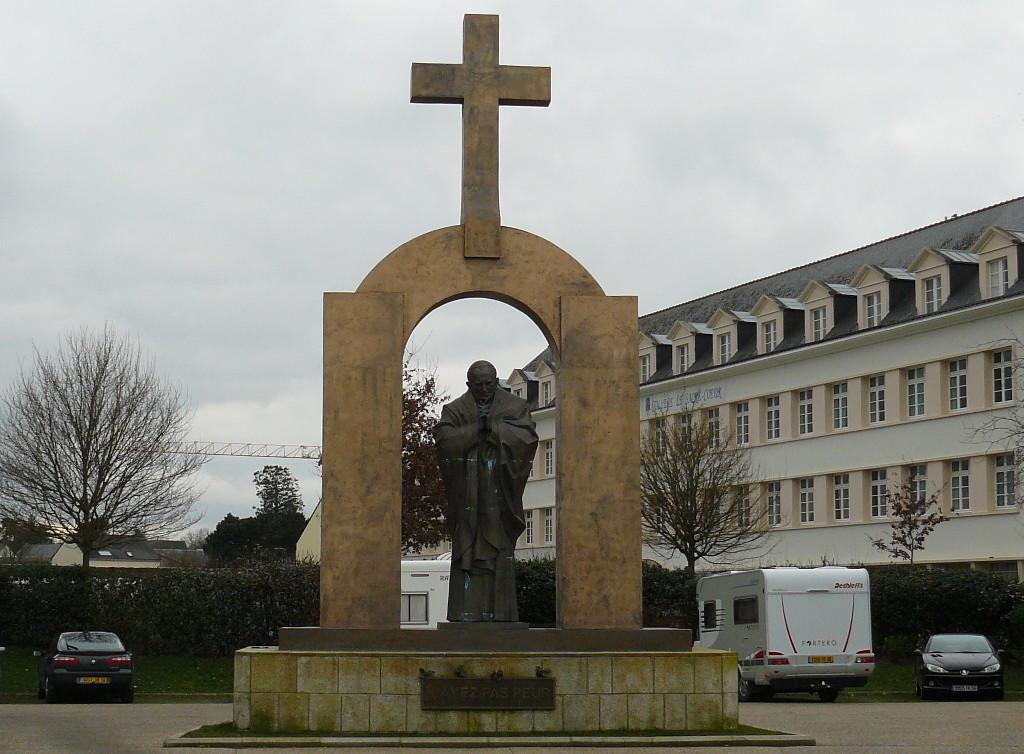 francia-statua-giovanni-paolo-ii-ploermel
