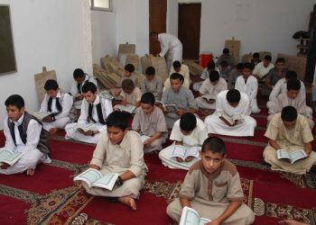 epa04294210 Libyans boys read the holy Koran at a mosque during the Islamic holy fasting month of Ramadan, in the outskirts of the capital Tripoli, Libya, 01 July 2014. Muslims fasting in the month of Ramadan must abstain from food, drink and sex from dawn until sunset, when they break the fast with the meal known as Iftar.  EPA/SABRI ELMHEDWI