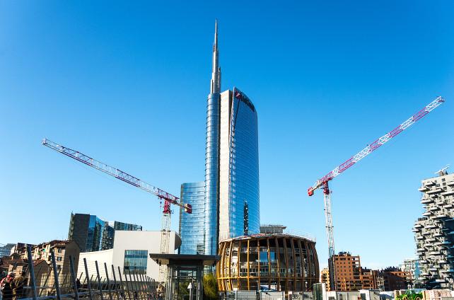 milano-porta-nuova-grattacielo-unicredit-shutterstock_262510217