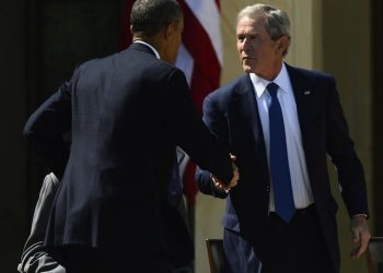 epa03676789 Former US President George W. Bush (R) shakes hands with President Barack Obama (L) at the ceremonial dedication of the George W. Bush Presidential Library on the campus of Southern Methodist University in Dallas, Texas, 25 April 2013. All the living former United States Presidents, George W. Bush, Jimmy Carter, George H. W. Bush, Bill Clinton, and current United States President Barack Obama attended the ceremony.  EPA/LARRY W. SMITH