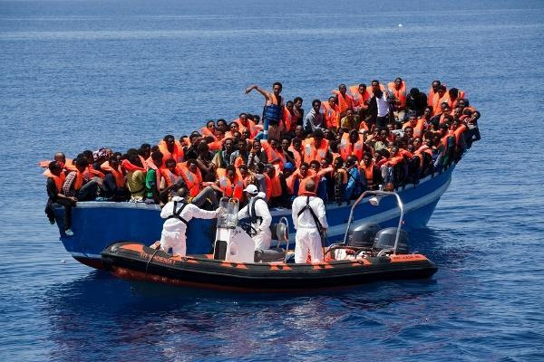 profughi-migranti-sbarco-pozzallo-ansa