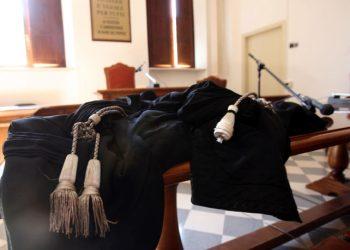 Una toga da magistrato in tribunale