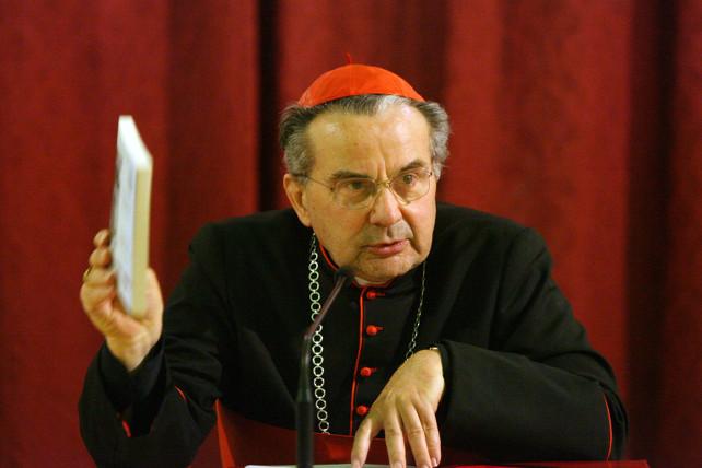 Il cardinale di Bologna Carlo Caffarra in una foto d'archivio. NUCCI/BENVENUTI - ANSA