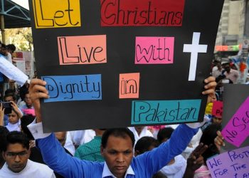 epa04664803 A Pakistani Christian man holds a banner during a protest one day after Lahore churches attack, in Karachi, Pakistan, 16 March 2015. Thousands of Christians across Pakistan on 16 March mourned 15 people killed by suicide bombers at Mass the day before, in the latest attack against religious minorities in the country. The bombings occurred in Yohana Abad locality of eastern Lahore city, sparking violent protests by members of Christian community, who later burnt alive two people they accused of aiding the two bombers.  EPA/SHAHZAIB AKBER