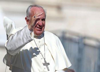 Papa Francesco durante l'Udienza Generale in piazza San Pietro, 3 giugno 2015. Pope Francis' general audience in St. Peter's Square, in  Vatican City, 3 June 2015. ANSA/ALESSANDRO DI MEO