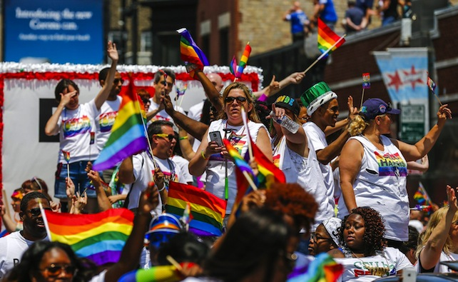 epa04823069 People particpate in the annual Chicago Pride Parade in Chicago, Illinois, USA, 28 June 2015. Members of the lesbian, gay, bisexual, and transgender (LGBT) community are celebrating the 26 June US Supreme Courts decision making same sex marriage legal in all 50 states.  EPA/TANNEN MAURY