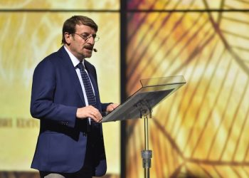 """L'attore Giacomo Poretti durante la serata evento """"#ioleggoperchË"""", condotta dall'attore Pierfrancesco Favino, Milano, 23 aprile 2015. ANSA/FLAVIO LO SCALZO"""