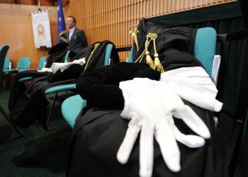 Avvocati lasciano l'aula Magna lasciando le Toghe sulle sedie durante l'apertura dell'Anno Giudiziario 2012 in Tribunale, Torino, 28 gennaio 2012. ANSA/ ALESSANDRO DI MARCO