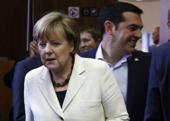epa04791963 Germany's Chancellor Angela Merkel (L) and Greek Prime Minister Alexis Tsipras (R) during the European Union and of the Community of Latin American and Caribbean States (CELAC) summit in Brussels, Belgium, 10 June 2015. The EU-CELAC Summit brings together 61 European, Latin American and Caribbean leaders to strengthen relations between both regions.  EPA/OLIVIER HOSLET