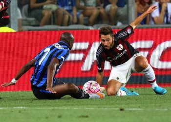 Inter's Jeoffrey Kondogbia (L) and Milan's Andrea Bertolacci in action during the triangular soccer match for the 2015 Trofeo Tim (Tim Trophy) between US Sassuolo, Inter FC and AC Milan at Mapei Stadium in Reggio Emilia, Italy, 12 August 2015. ANSA/ELISABETTA BARACCHI