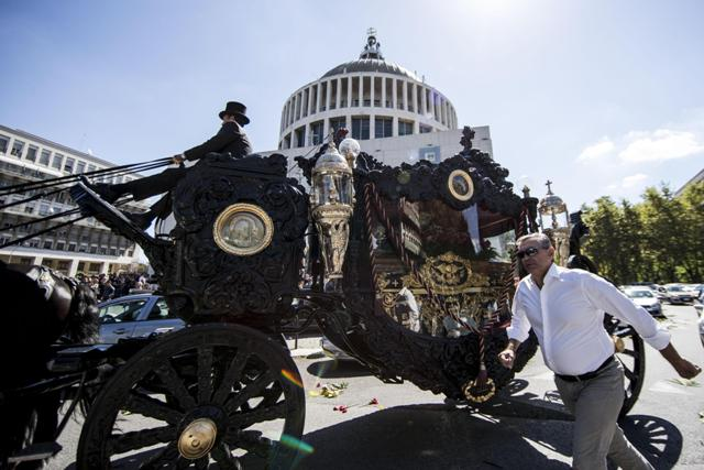 """A Rome mafia boss was given a send-off to remember on Thursday as rose petals were thrown from a helicopter and an orchestra played the theme tune of the celebrated mobster film The Godfather. Vittorio Casamonica, 65, was a prominent member of the Casamonica clan, which has been held responsible for drug trafficking, racketeering and prostitution in the area southeast of Rome. The funeral was held Thursday morning in Don Bosco church, on the outskirts of the capital. The coffin arrived in a black carriage with gilded bas-reliefs, drawn by six black horses. To welcome him, an orchestra played the theme song of the famous Francis Ford Coppola film. An image of Padre Pio adorned his coffin while posters with slogans such as """"You have conquered Rome, now conquer heaven"""" and """"Vittorio Casamonica king of Rome"""" appeared in front of the parish church. They portrayed Casamonica with a crown on his head and with the Colosseum and the dome of St Peter's in the background. A large crowd of people turned up to bid him farewell. """"He was a good person,"""" mourners said as they gathered at the end of the mass. After the service, the coffin was taken from the church in a Rolls-Royce and the band played the soundtrack of another famous film, 2001: A Space Odyssey. ANSA/MASSIMO PERCOSSI"""
