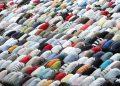 20080718 - MILANO - REL - PREGHIERA DEI MUSSULMANI AL VIGORELLI Un momento della preghiera dei mussulmani al velodromo Vigorelli. ANSA / MATTEO BAZZI