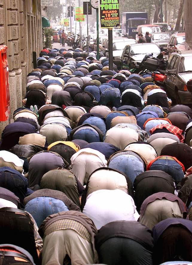 musulmani-viale-jenner-ansa