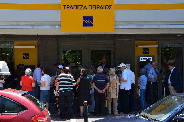 crisi-grecia-banca-atene-shutterstock_292432562
