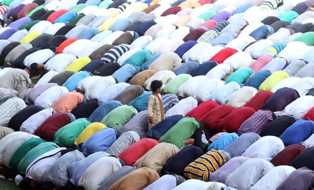 milano-islam-preghiera-ansa