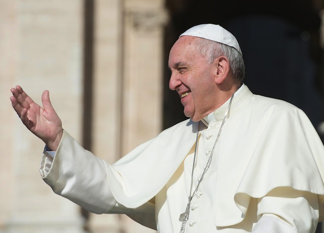 Pope Francis arrives to lead the weekly general audience in Saint Peters Square, Vatican City, 26 August 2015. ANSA/ OSSERVATORE ROMANO ++HO - NO SALES EDITORIAL USE ONLY++