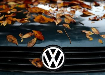 epa04968332 Bright autumn leaves on the hood of a VW Polo in Leipzig, Germany, 08 October 2015. More than 700 Volkswagen owners in Australia have joined a class action against the company, a leading law firm said 08 October.  EPA/JAN WOITAS