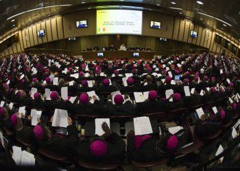 Una immagine della XIV Congregazione Generale Sinodo in Vaticano, del 20 ottobre 2015, con Papa Francesco. ANSA / L'OSSERVATORE ROMANO +++ NO SALES - EDITORIAL USE ONLY +++