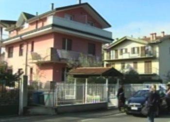 Il fermo immagine tratto da Sky Tg24 mostra l'esterno dell'abitazione del pensionato che ha sparato uccidendo un giovane ladro che era entrato nella sua casa a Vaprio d'Adda (Milano), 20 ottobre 2015. ANSA/FERMO IMMAGINE SKY TG24 +++ ANSA PROVIDES ACCESS TO THIS HANDOUT PHOTO TO BE USED SOLELY TO ILLUSTRATE NEWS REPORTING OR COMMENTARY ON THE FACTS OR EVENTS DEPICTED IN THIS IMAGE; NO ARCHIVING; NO LICENSING +++