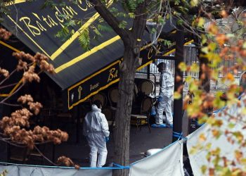 epa05025134 Crime scene investigators work at the Bataclan concert venue in Paris, France, 14 November 2015. The French government declared a state of emergency, tightened border controls and mobilized 1,500 soldiers in consequence to the 13 November Paris attacks. At least 120 people have been killed in a series of attacks in Paris on 13 November, according to French officials. Eight assailants were killed, seven when they detonated their explosive belts, and one when he was shot by officers, police said.  EPA/LAURENT DUBRULE