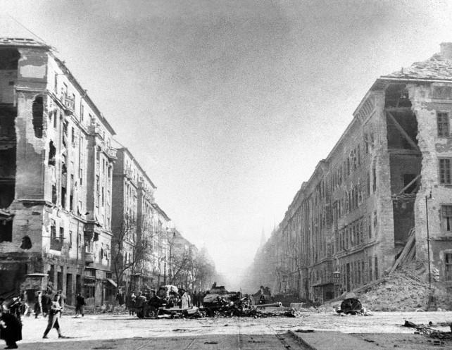 budapest-1956-shutterstock_237229234